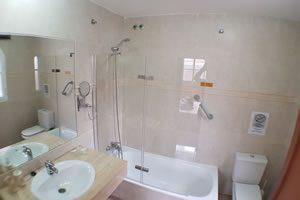 Image of the en-suite bathroom